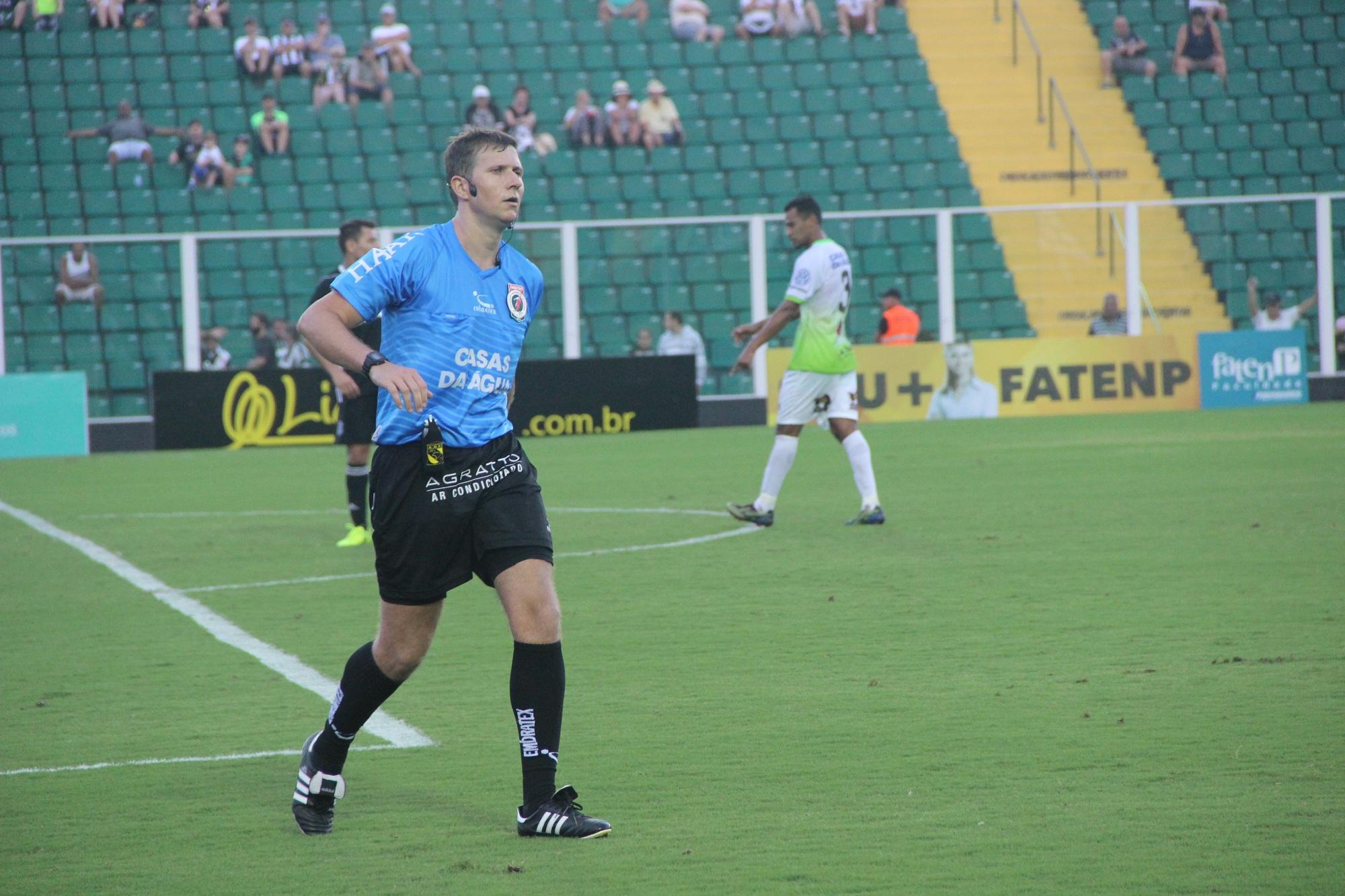 André Luiz Back, árbitro do jogo entre Figueirense x Barroso (Foto: Divulgação/Almirante Barroso)