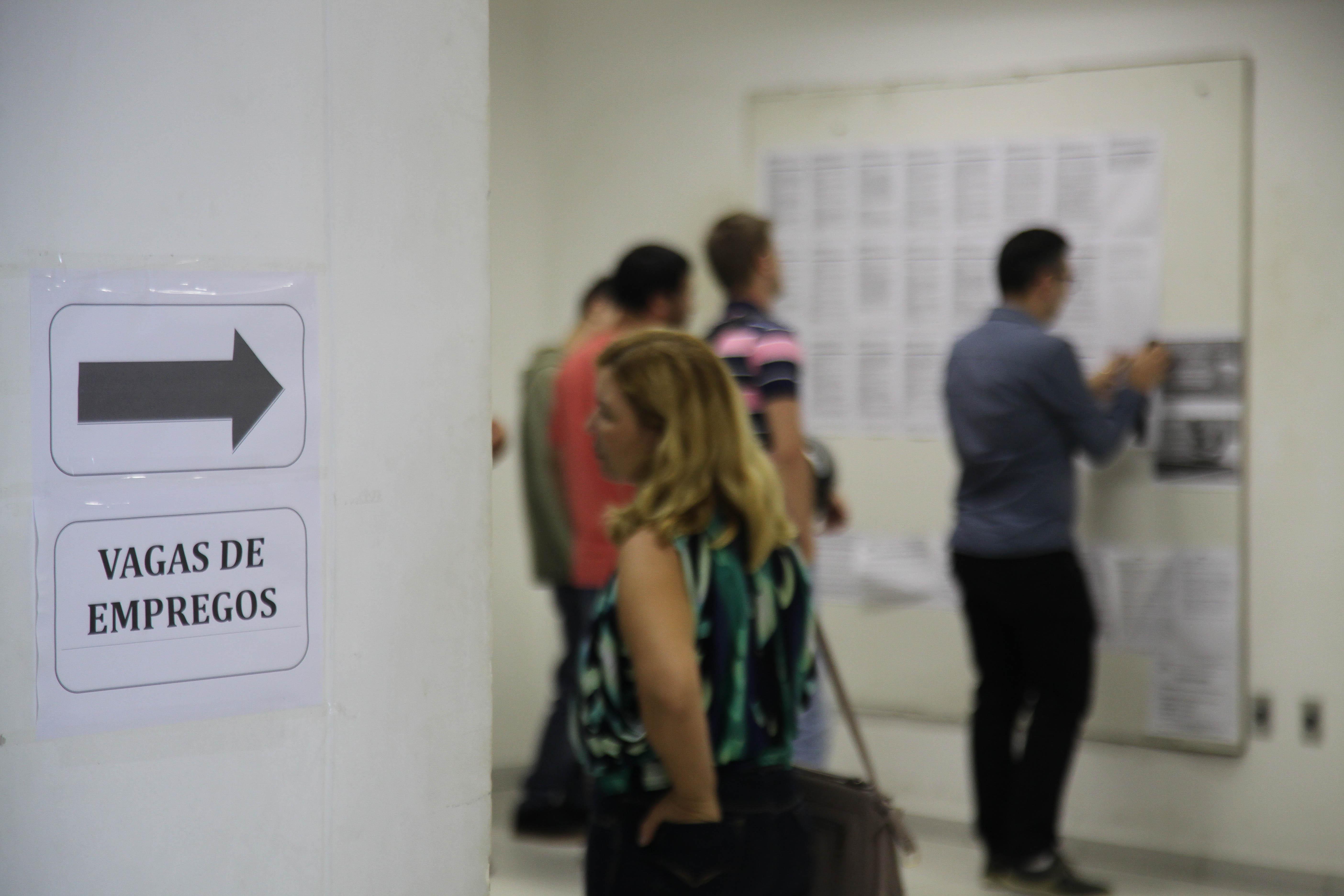 Balc O De Empregos De Itaja Tem 136 Vagas Em Aberto
