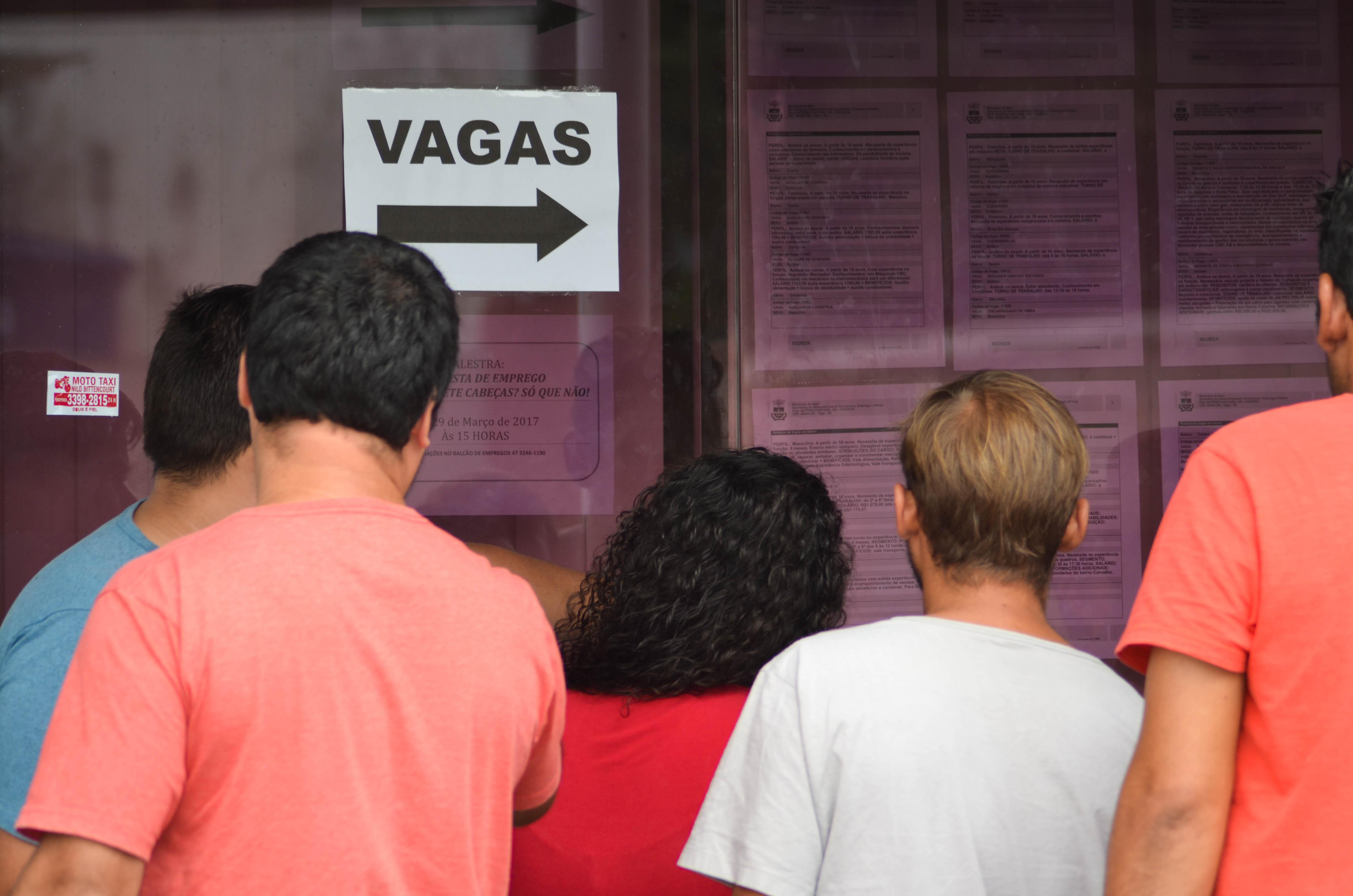 Balc O De Empregos De Itaja Oferece 158 Vagas Essa Semana