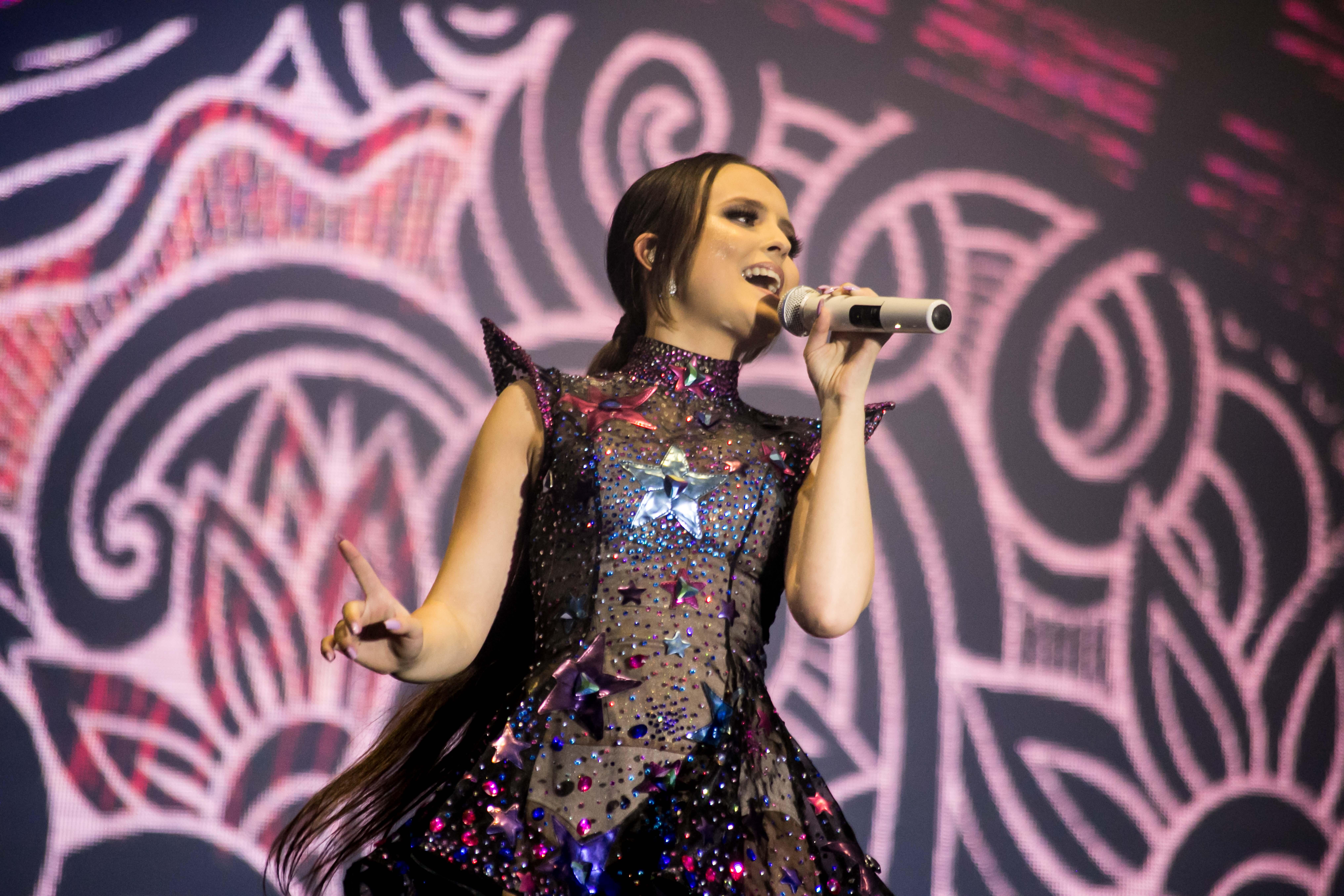 6df5377890cbd Estrela teen faz shows em Balneário Camboriú e Florianópolis durante as  férias
